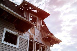 Pożar domu - co zrobić